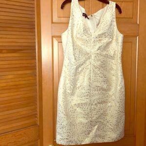Vneck sleeveless dress